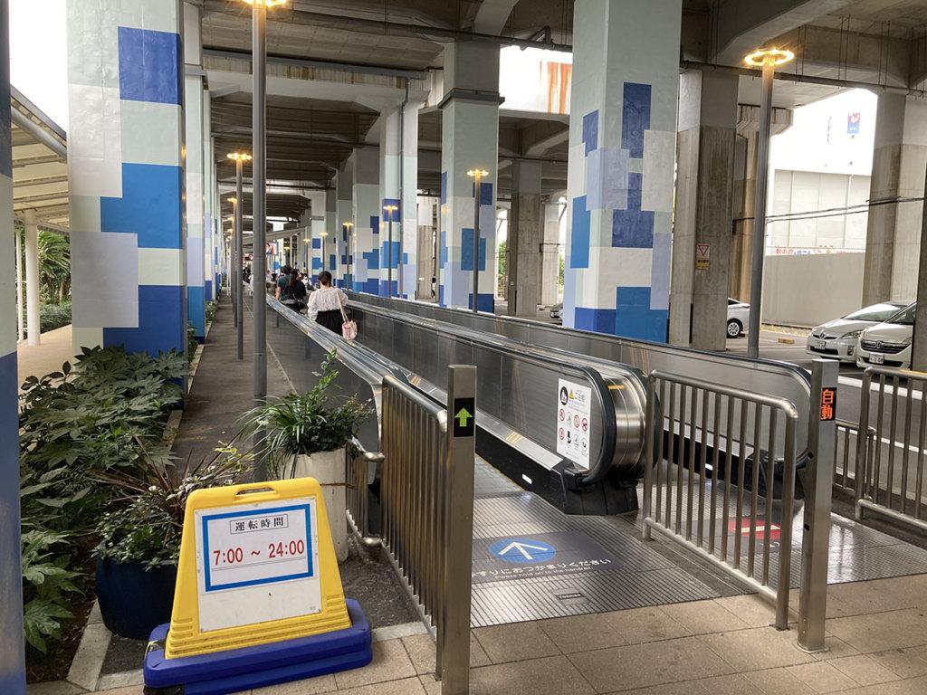 南船橋駅からららぽーと方向へ伸びる動く歩道