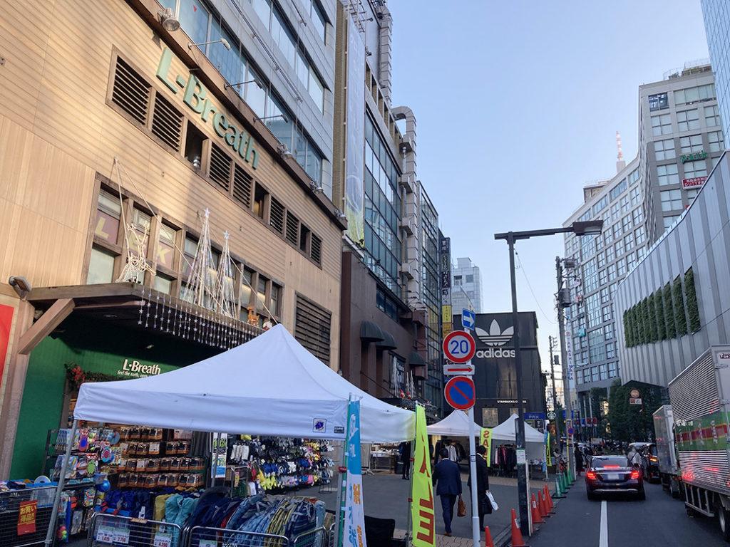 タカシマヤタイムズスクエア横のスポーツ用品店