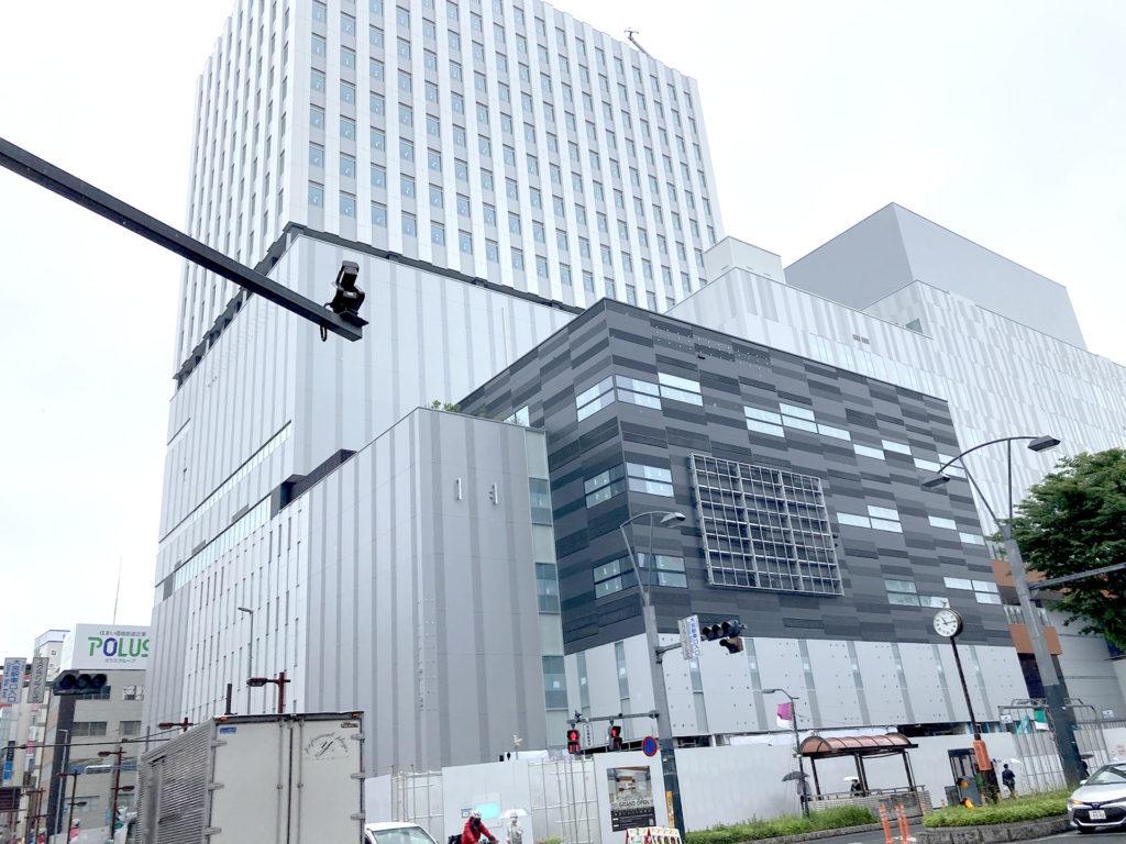 大宮駅西口に建設中の商業ビル