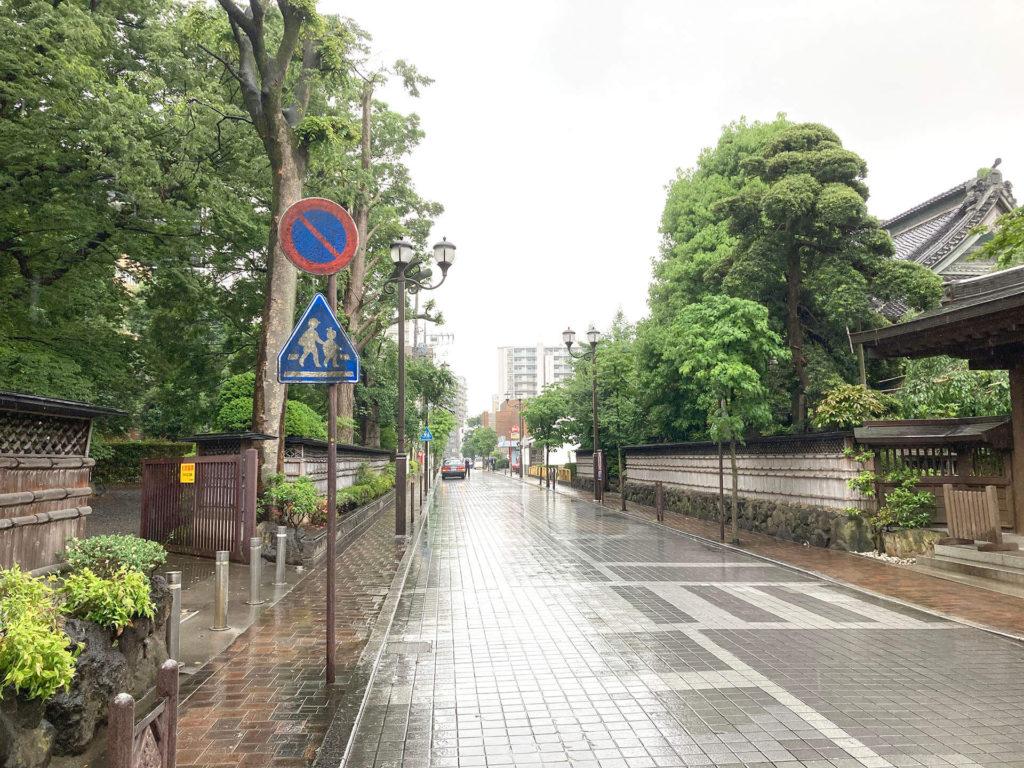 宝蔵院地蔵堂横の道路
