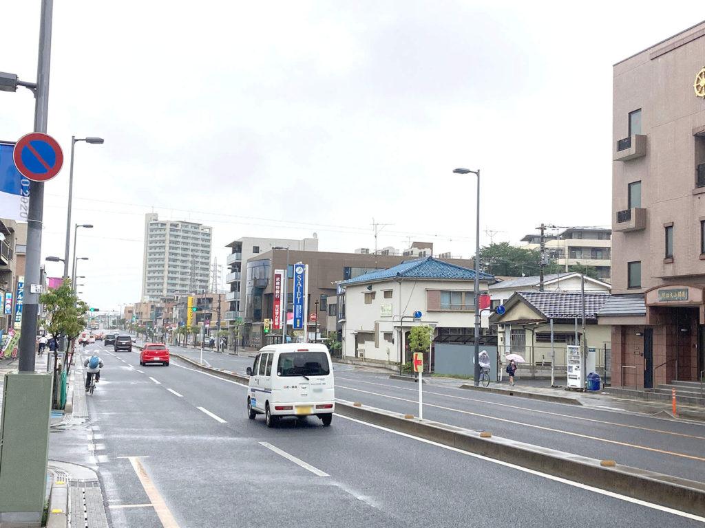 浦和駅東口横の大通り