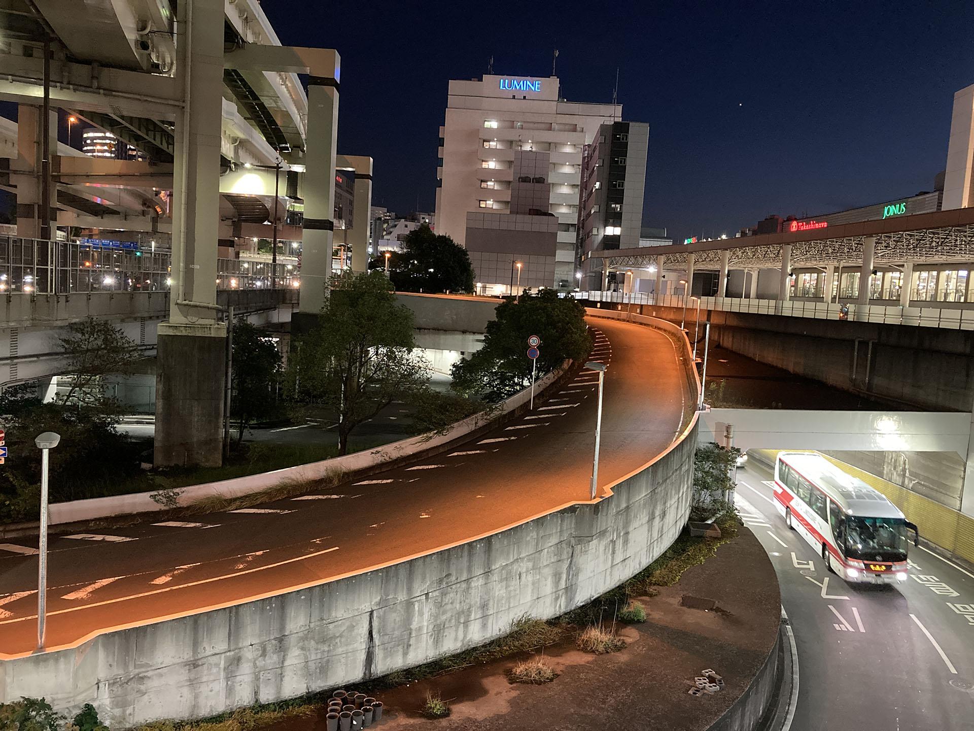 横浜駅東口 バスターミナル出口