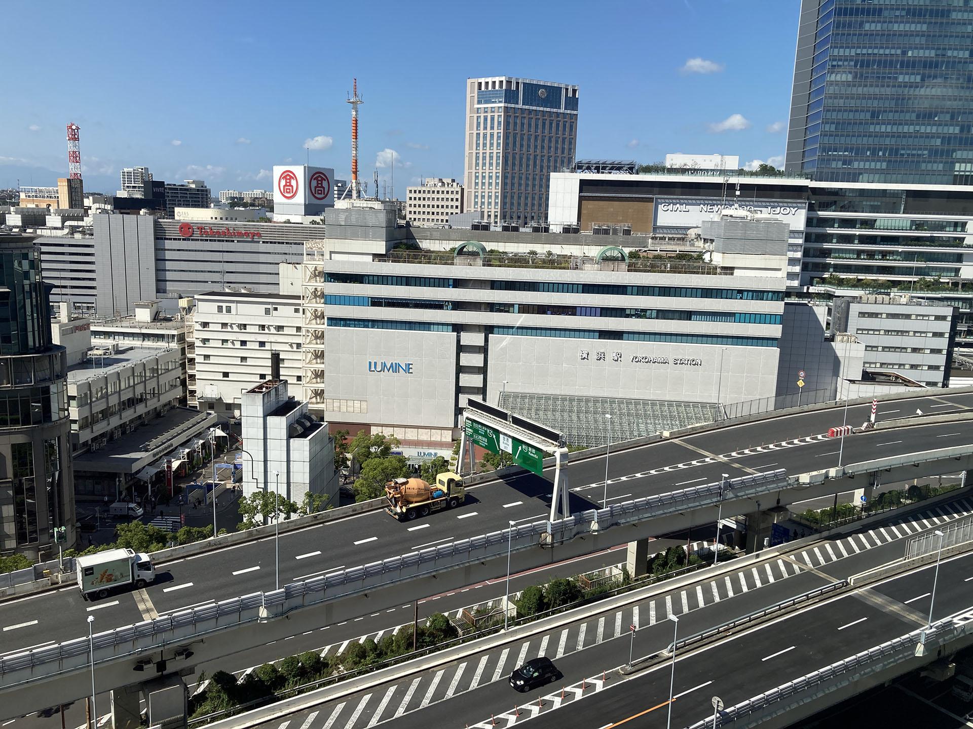 横浜駅東口 ―ヨコハマを象徴する、ベイフロントの街並み―